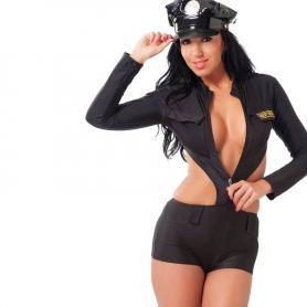 Agente outfit met pet
