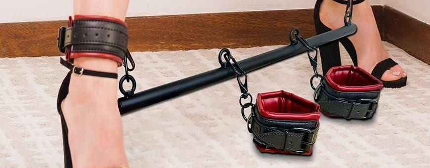 Alle bdsm hulpmiddelen als beenspreiders, riemen en haken